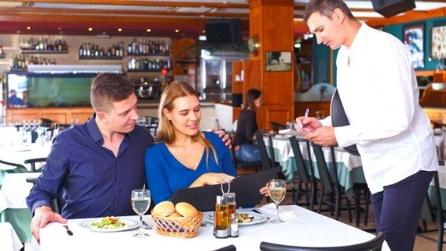 食事に誘う時の男性心理